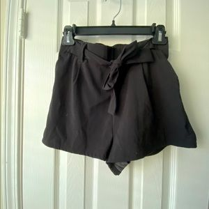 NEW LOOK shorts with bow